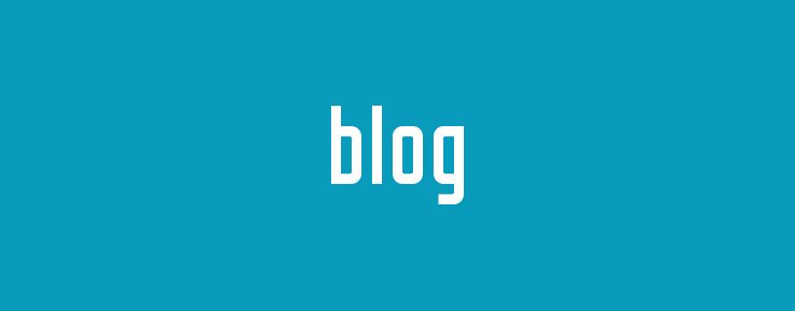 biały napis blog na niebieskim tle